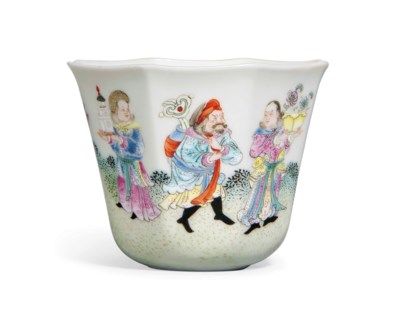 A FAMILLE ROSE OCTAGONAL CUP