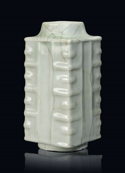 A GUAN-TYPE CONG-SHAPED VASE