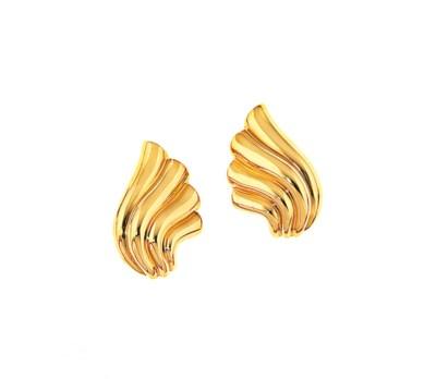 A pair of earclips, by Van Cle