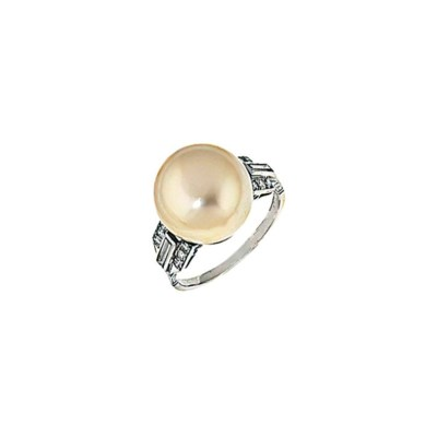 A natural pearl and diamond ri