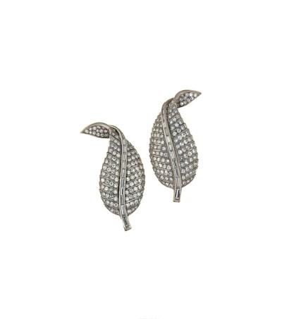 A pair of diamond clip brooche