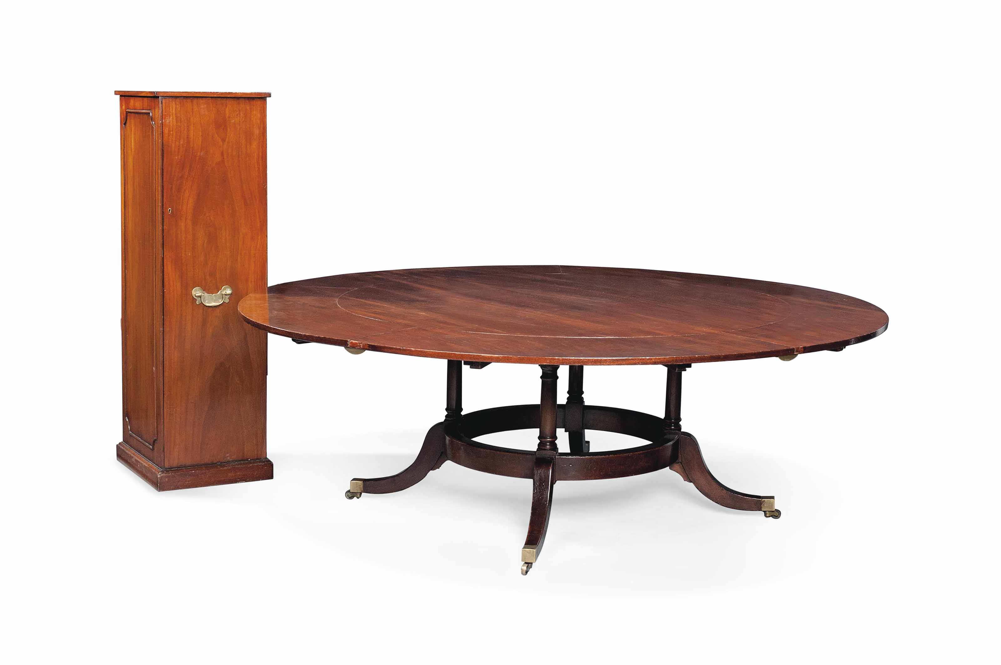 A MAHOGANY CIRCULAR EXTENDING TABLE