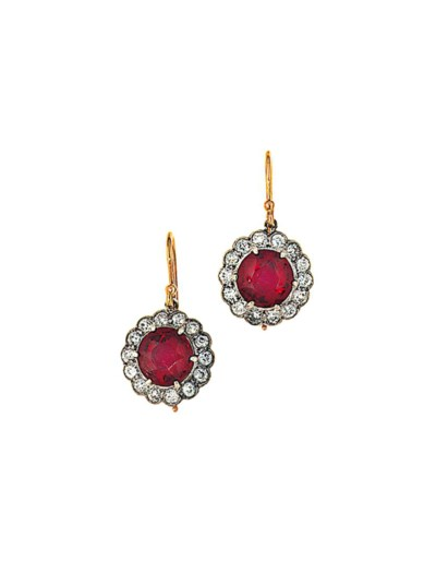 A pair of red spinel and diamo