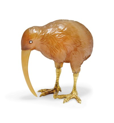 A CARVED AGATE MODEL OF A KIWI