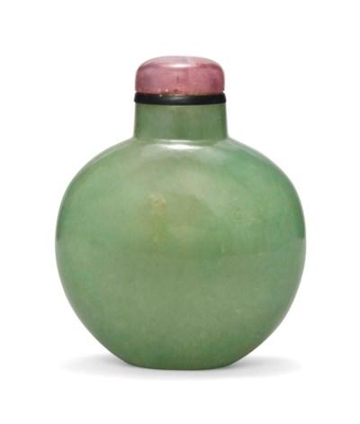 AN APPLE-GREEN JADEITE SNUFF B