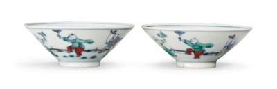 A PAIR OF DOUCAI 'BOYS' BOWLS