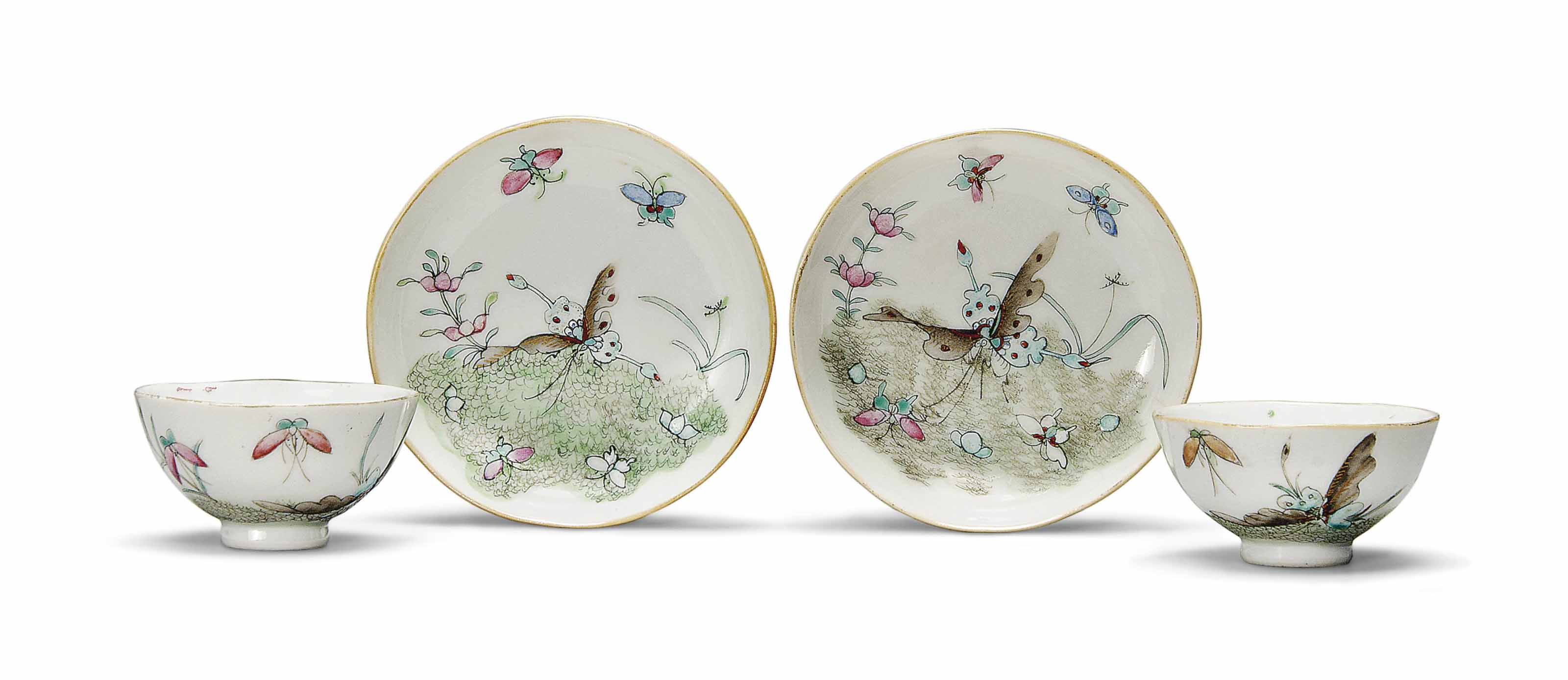 A PAIR OF FAMILLE ROSE TEA BOW
