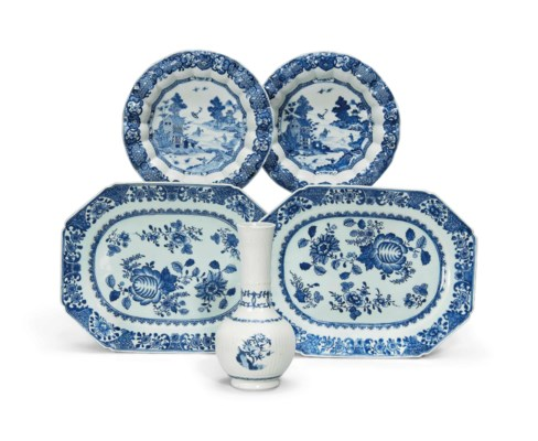 A CHINESE BLUE AND WHITE RIBBE