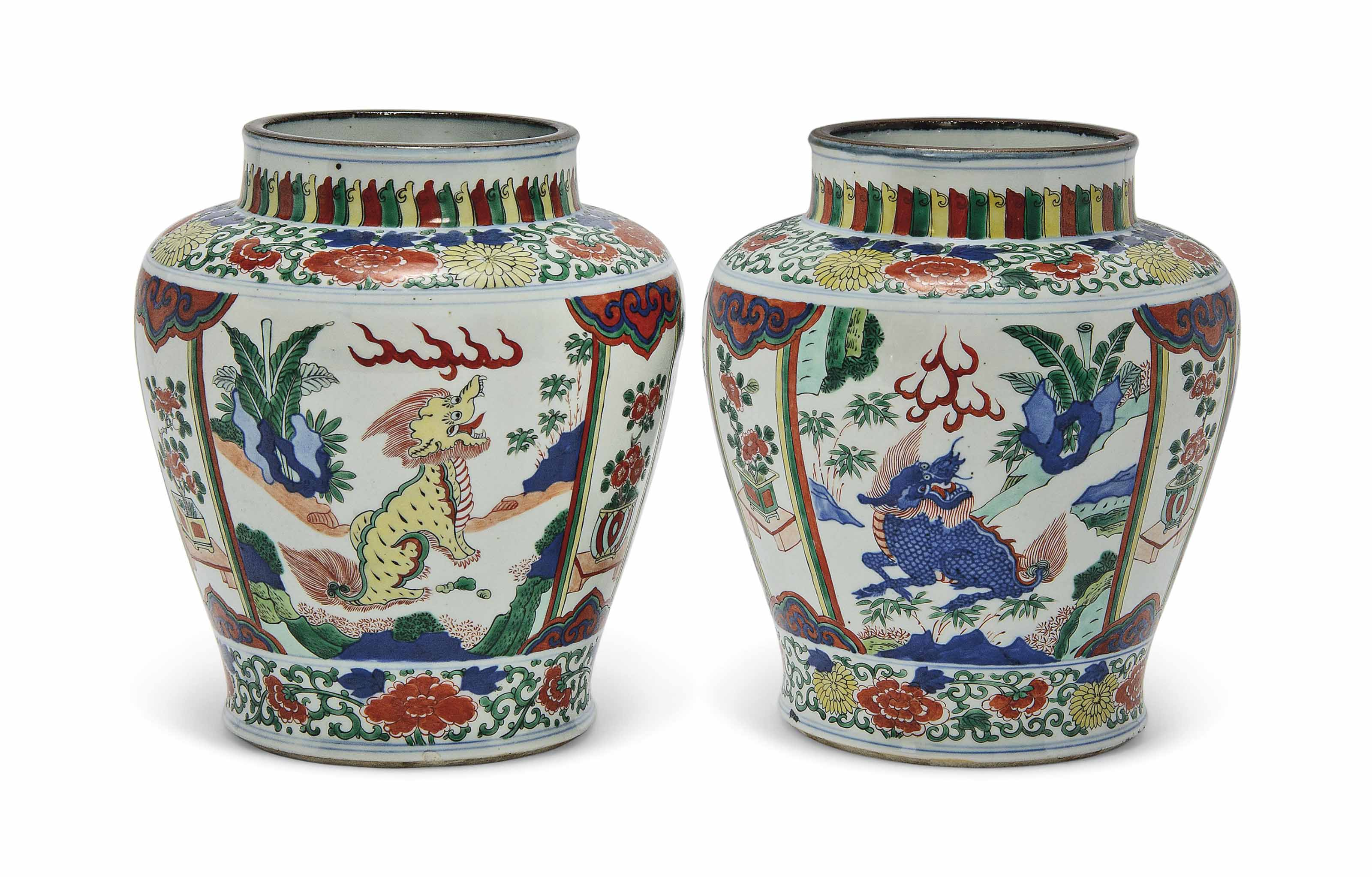 A PAIR OF CHINESE WUCAI JARS