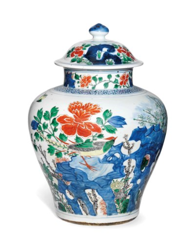 A CHINESE WUCAI JAR AND COVER