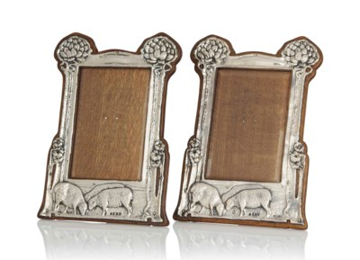 A PAIR OF SILVER AND OAK 'SHEE