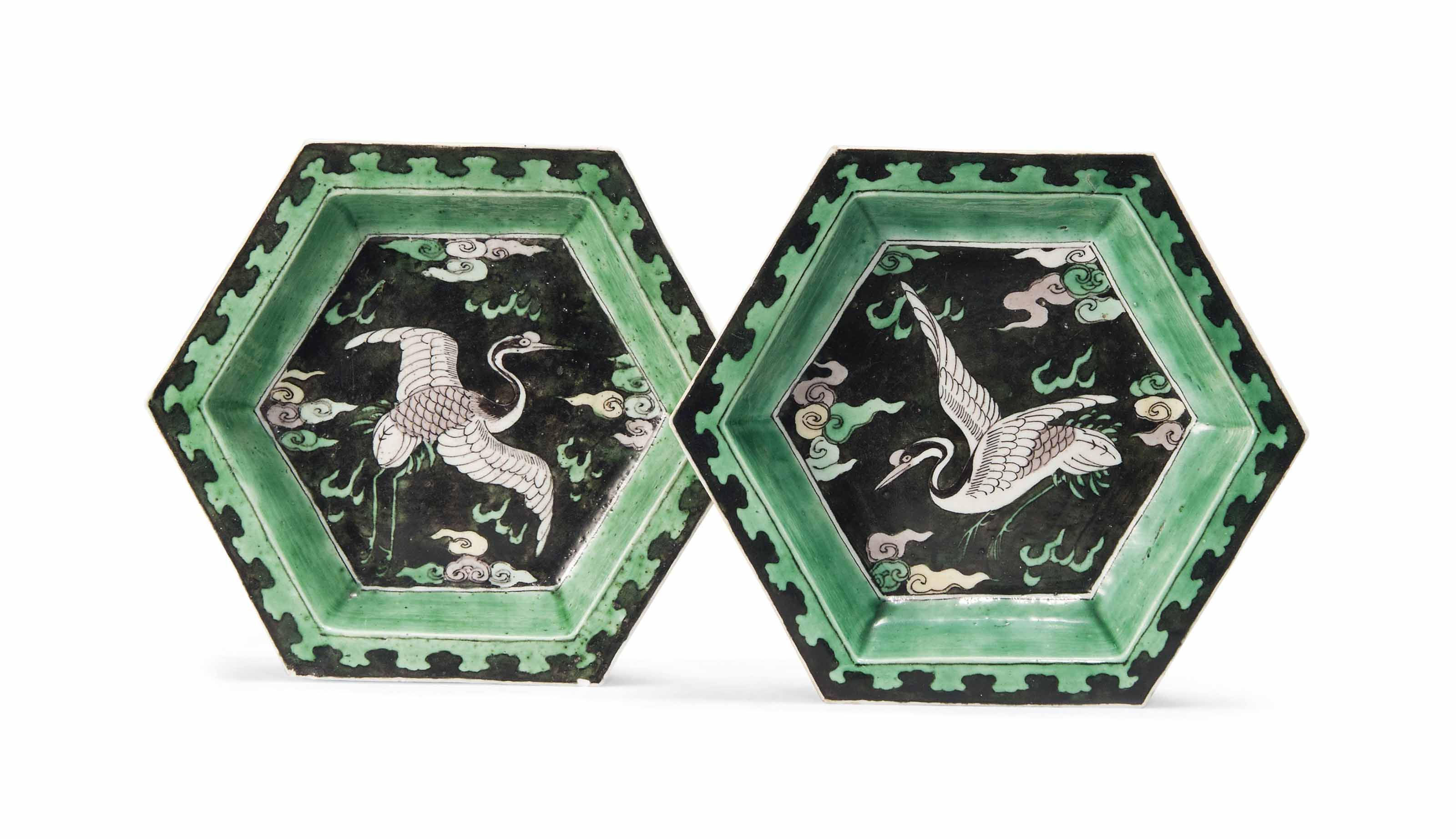 A PAIR OF CHINESE FAMILLE NOIRE HEXAGONAL DISHES