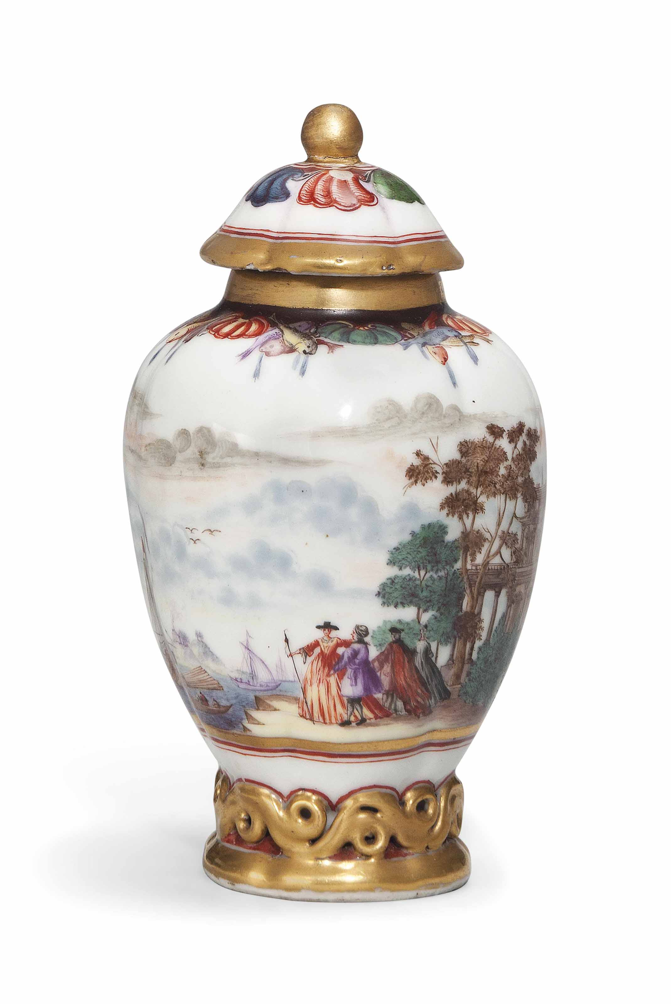 A SMALL CHINESE POLYCHROME-DECORATED TEA CADDY AND A COVER