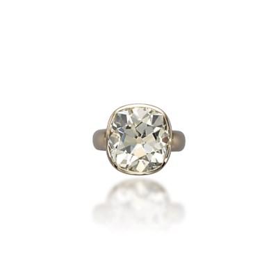 A DIAMOND RING, BY VHERNIER