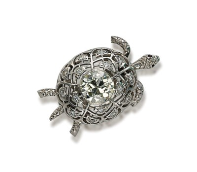 A DIAMOND TURTLE BROOCH