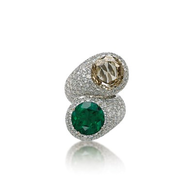 AN EMERALD, COLOURED DIAMOND A