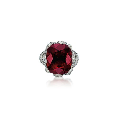 A SPINEL AND DIAMOND RING