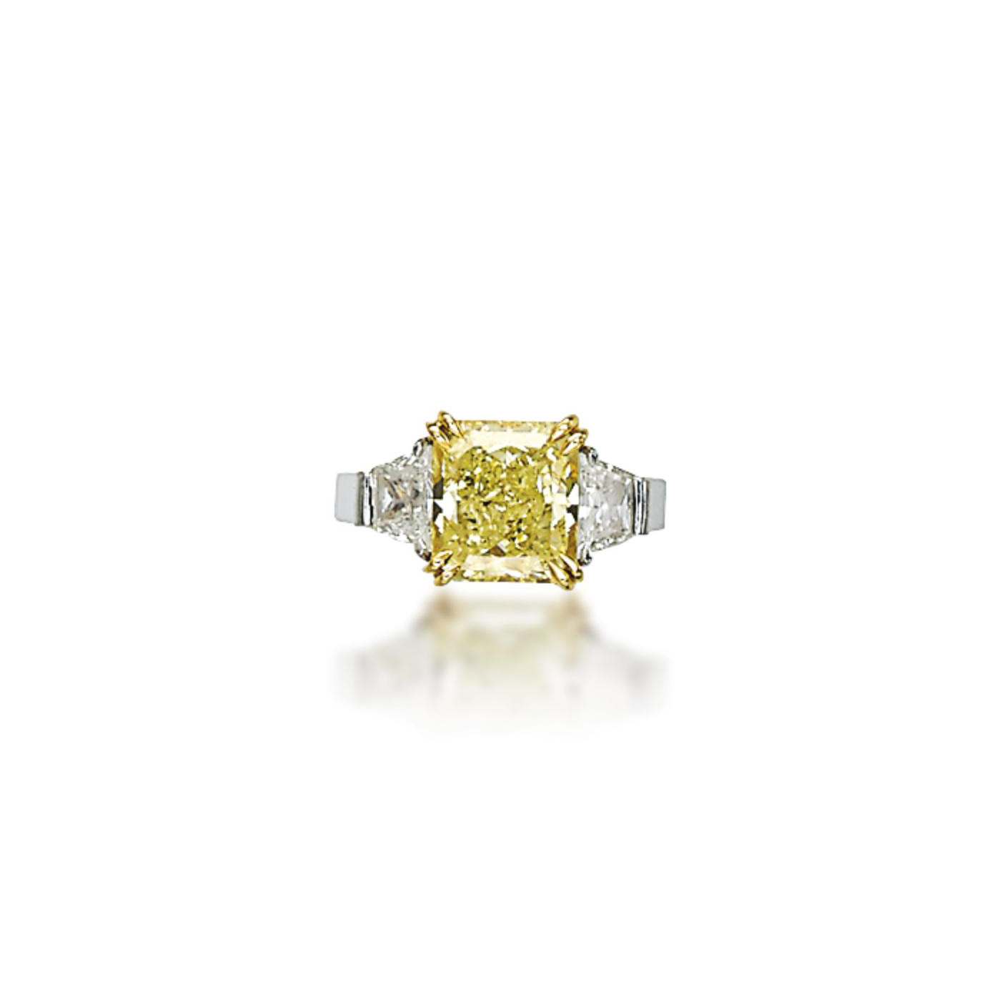 A COLOURED DIAMOND RING, BY CH