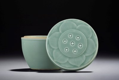A SMALL CELADON-GLAZED LOTUS P