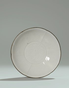 AN IMPORTANT FINE AND RARE DING FLORAL-LOBED SHALLOW BOWL