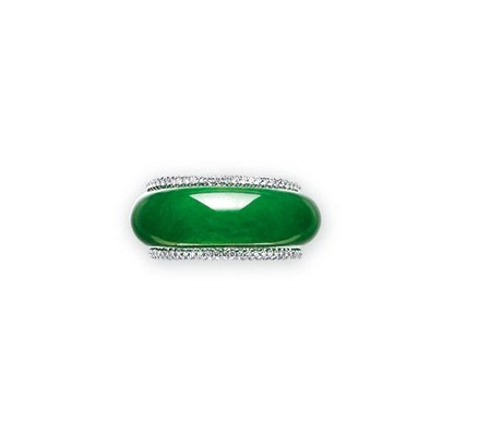 A JADEITE ABACUS SEED RING AND