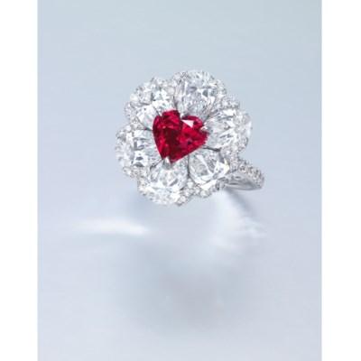 A STUNNING COLOURED DIAMOND AN