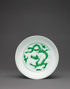 A FINE SMALL GREEN-ENAMELLED 'DRAGON' DISH