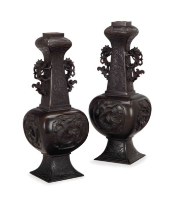 A PAIR OF CHINESE BRONZE DRAGO