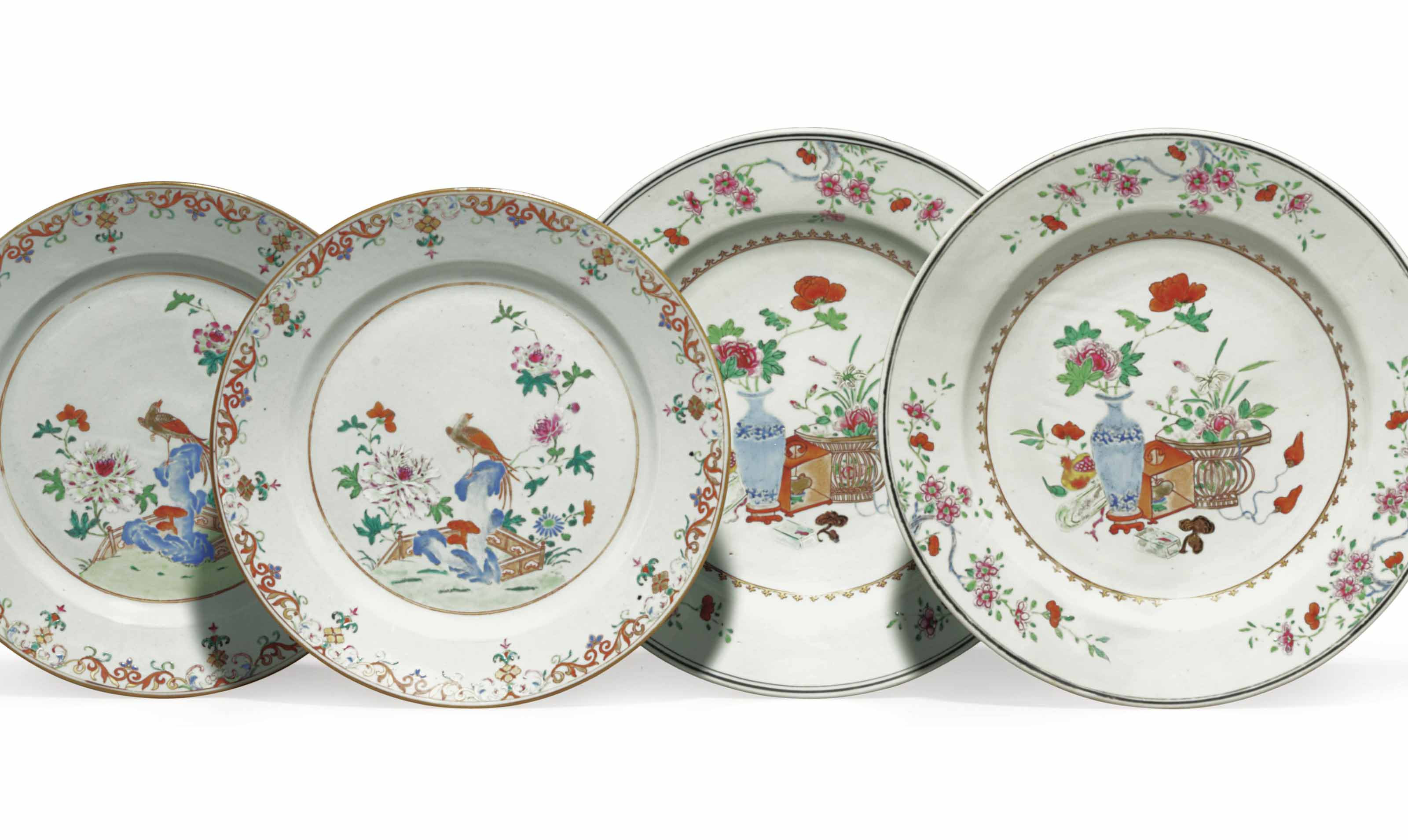TWO PAIRS OF CHINESE EXPORT PORCELAIN FAMILLE ROSE DISHES
