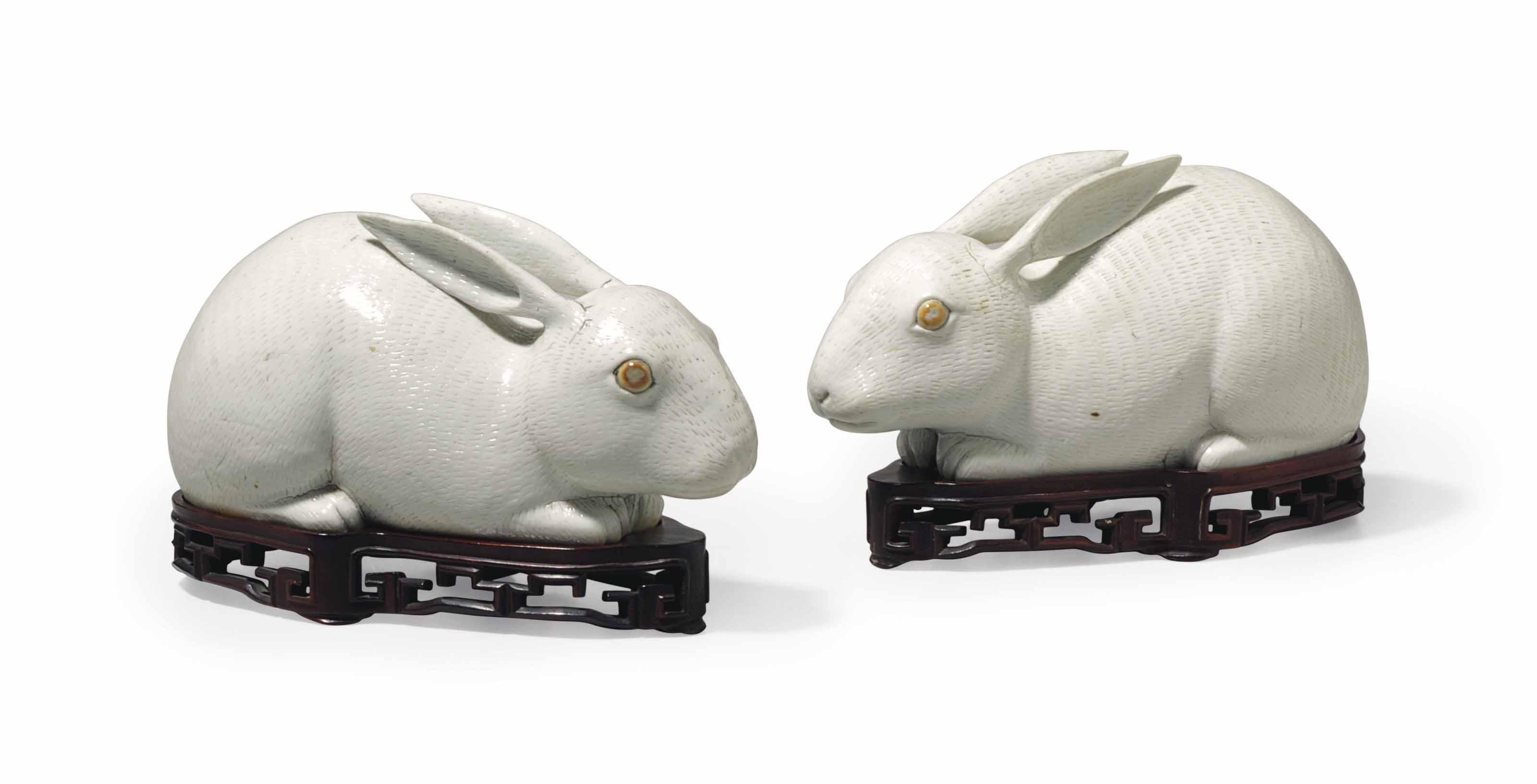 A PAIR OF CHINESE EXPORT PORCELAIN RABBITS