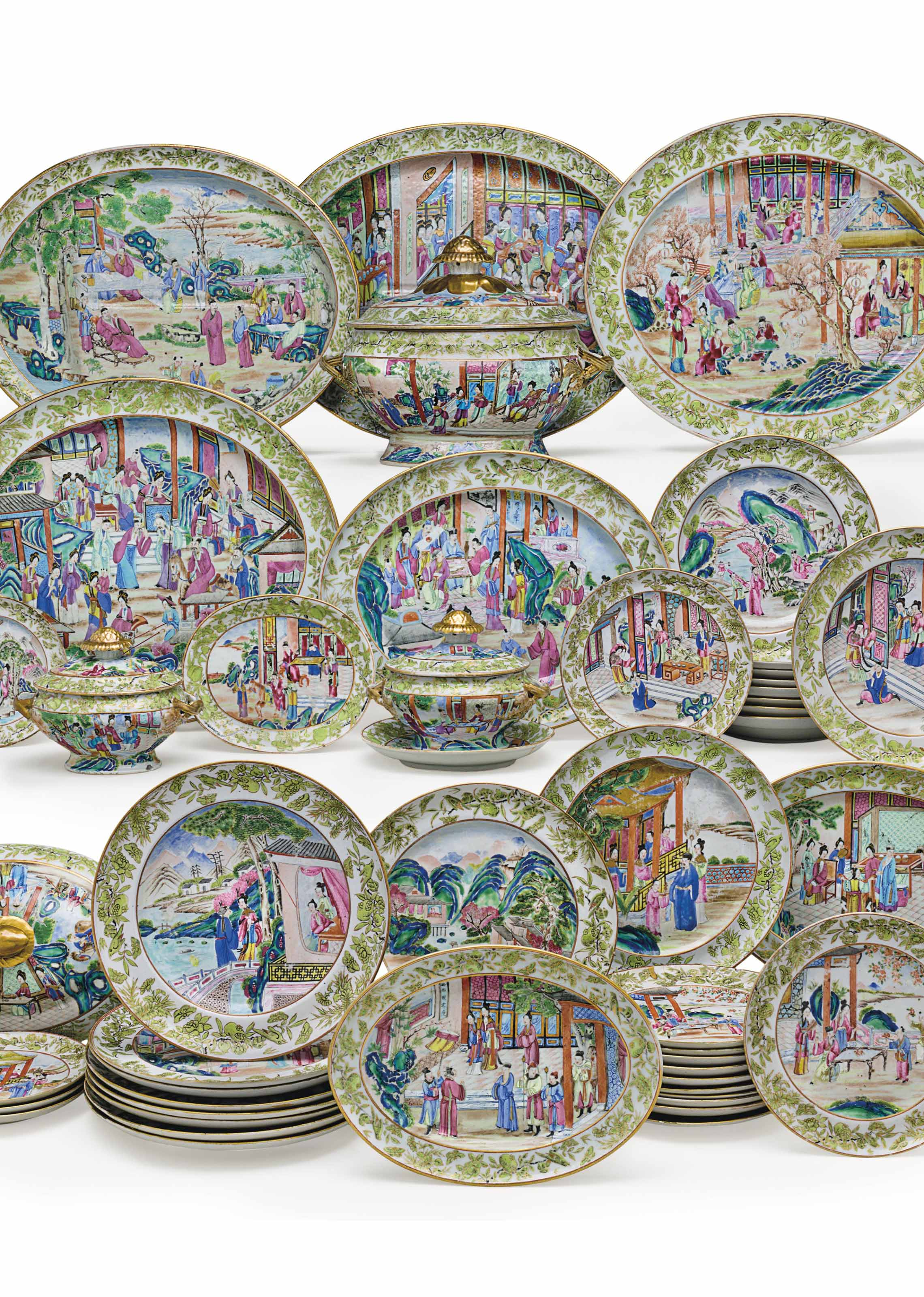 A CHINESE EXPORT PORCELAIN 'CANTON FAMILLE ROSE' DINNER SERVICE