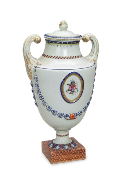 A CHINESE EXPORT URN AND COVER