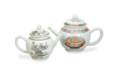 TWO CHINESE EXPORT SMALL TEAPO