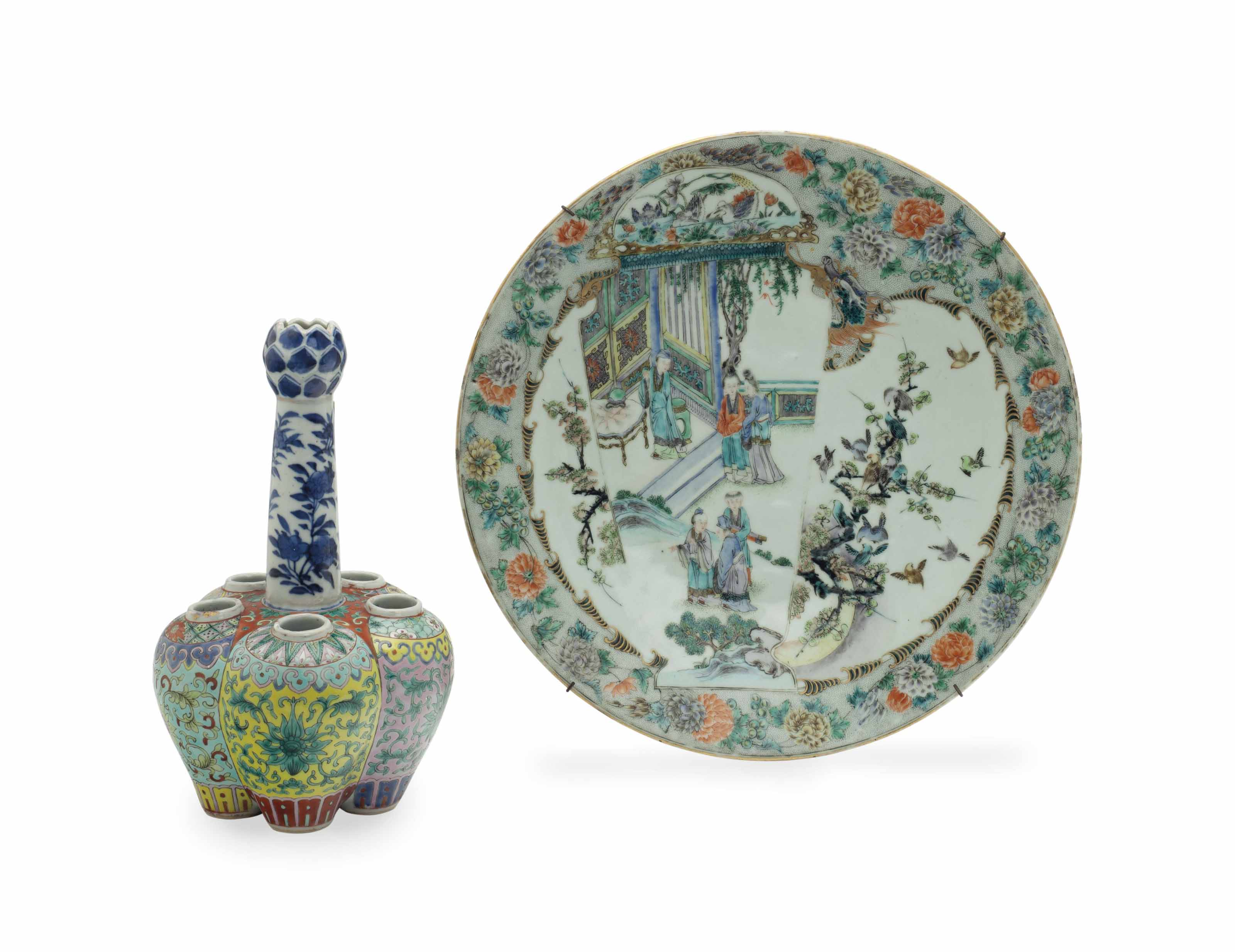 A CHINESE FAMILLE VERTE CHARGER, AND A FAMILLE ROSE GARLIC-MOUTH VASE,