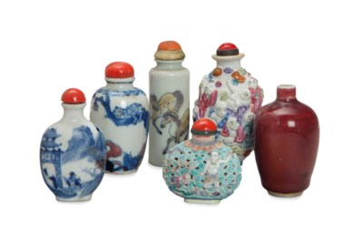 FIVE CHINESE PORCELAIN SNUFF B