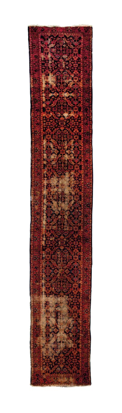A MACHINE-MADE PERSIAN STYLE R