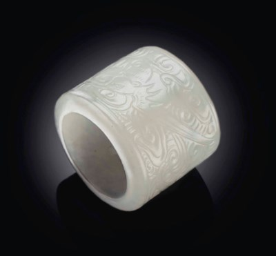 A WHITE JADE THUMB RING CARVED