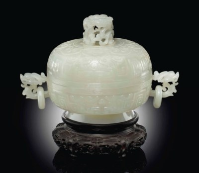 A WHITE JADE CENSER AND COVER