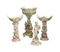 A GROUP OF GERMAN PORCELAIN FLOWER-ENCRUSTED TABLE WARES,