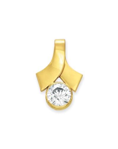 A DIAMOND AND GOLD PENDANT
