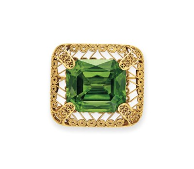 AN ANTIQUE PERIDOT AND GOLD BR
