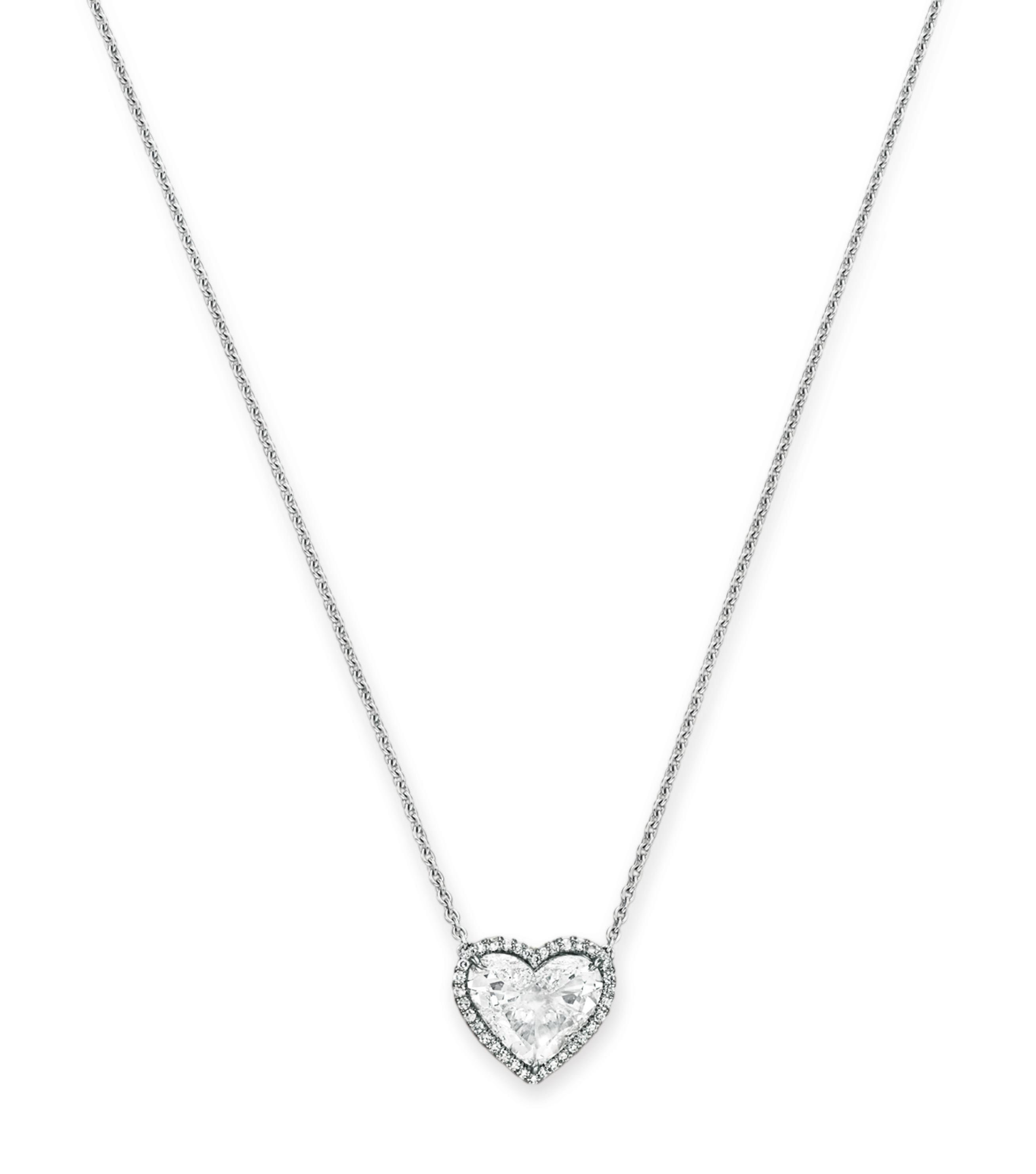 A HEART-SHAPED DIAMOND PENDANT NECKLACE