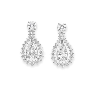 A PAIR OF IMPORTANT DIAMOND EA