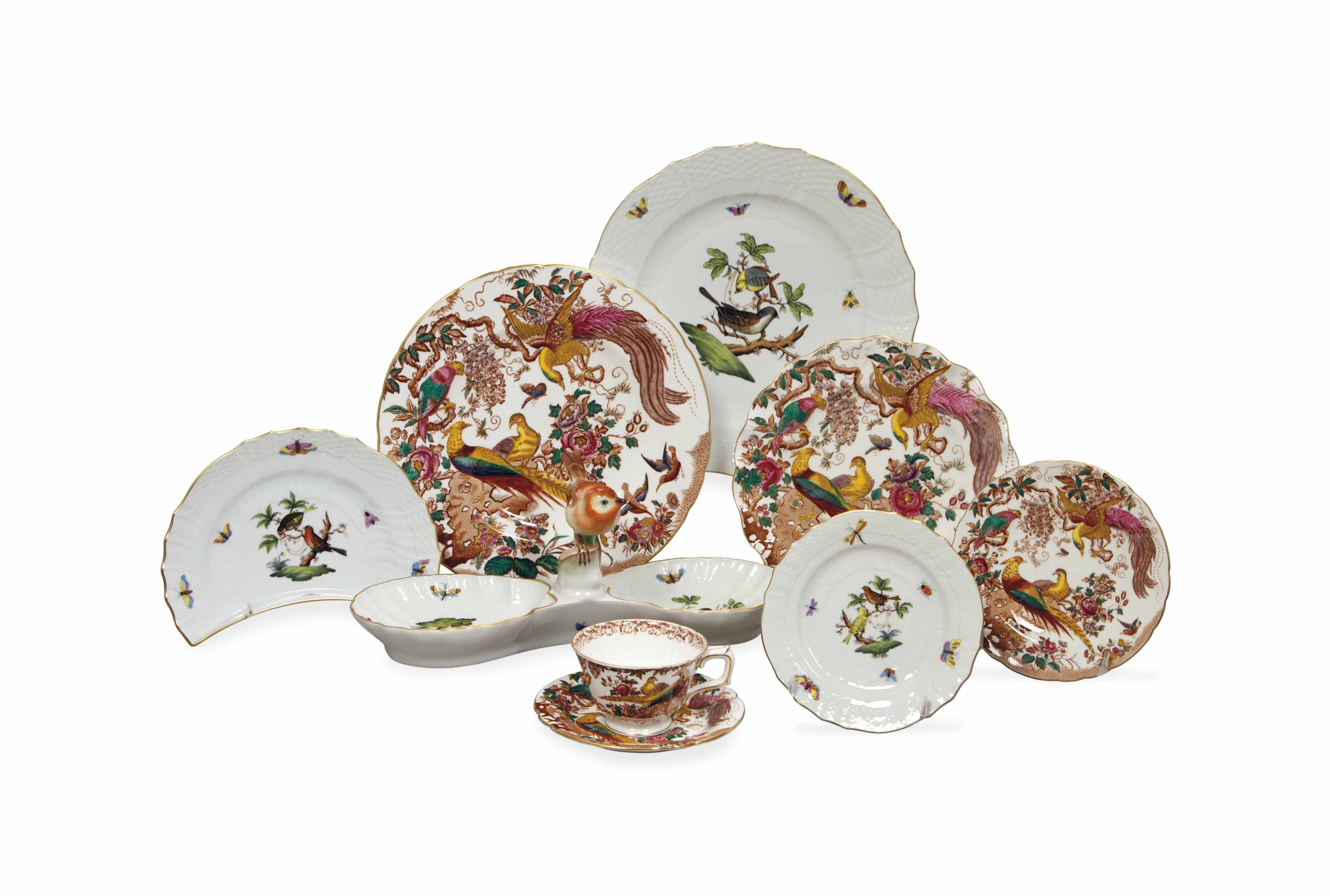 AN ENGLISH AND HUNGARIAN PORCELAIN PART TABLE SERVICE RELATING TO BIRDS,