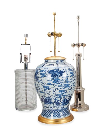 A GROUP OF FIVE TABLE LAMPS,