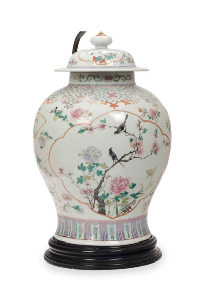 A CHINESE PORCELAIN FAMILLE RO