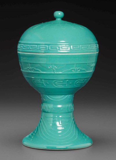 A TURQUOISE-GLAZED ARCHAISTIC