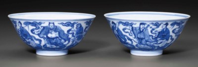 A PAIR OF BLUE AND WHITE 'EIGH