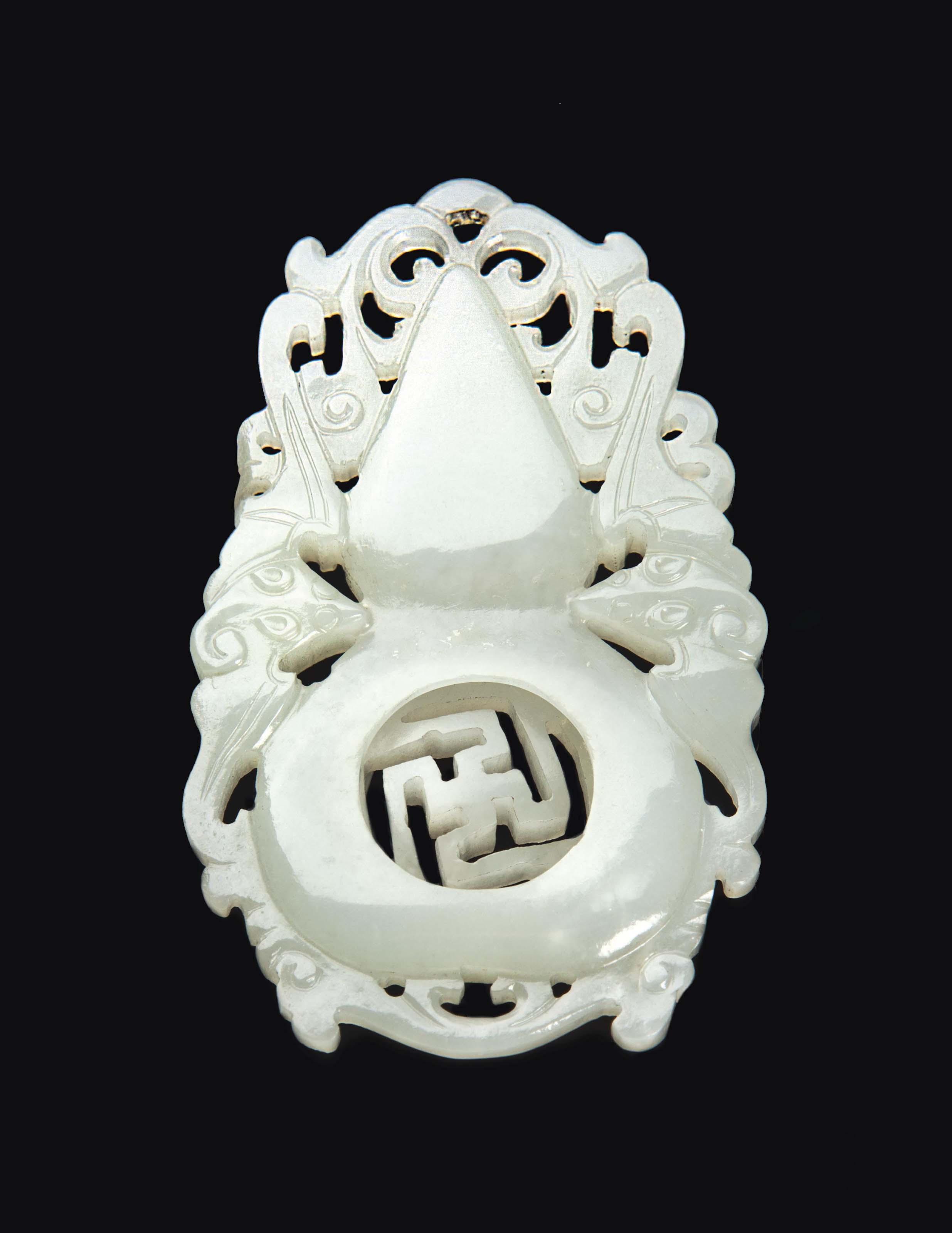 A CHINESE GREYISH-WHITE JADE PENDANT,