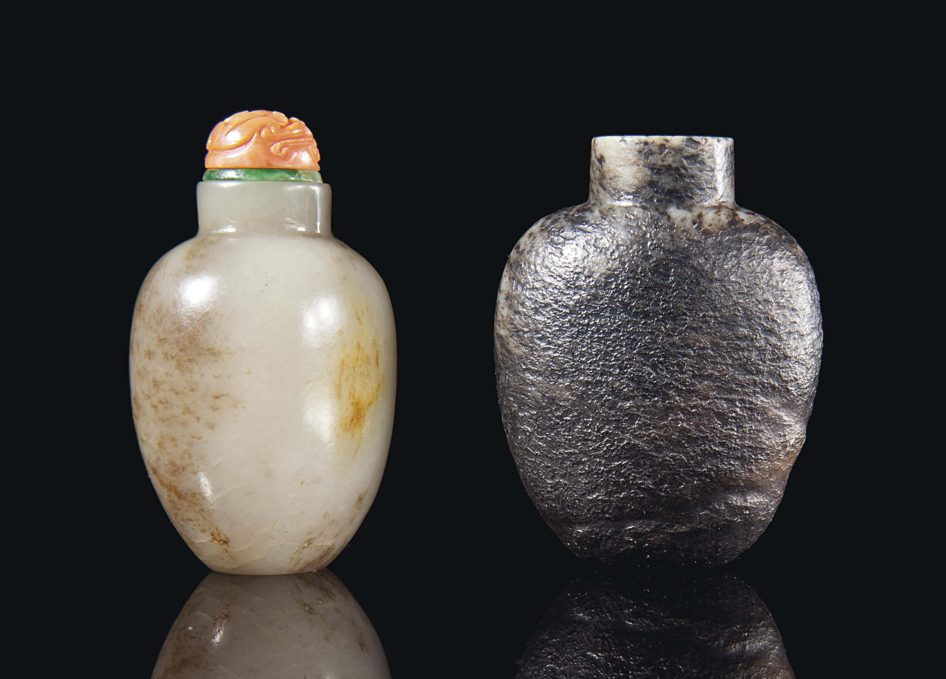 TWO CHINESE BROWN AND GREY JADE SNUFF BOTTLES,